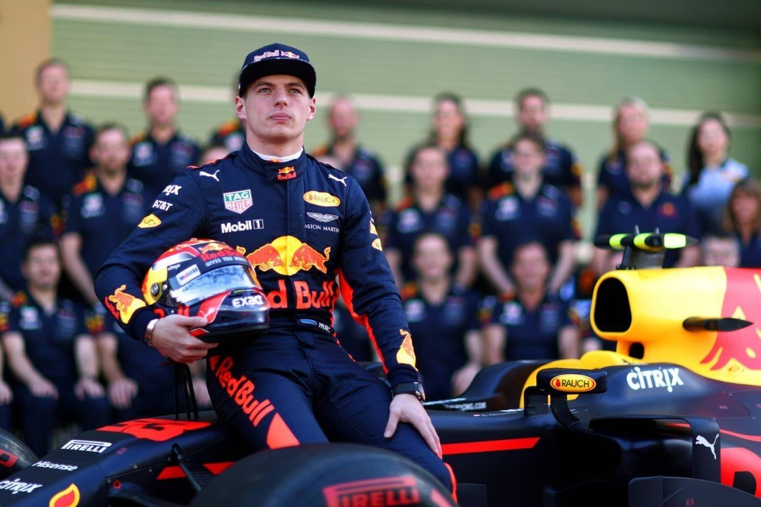 max-verstappen-and-the-red-bull-racing-team-in-abu-dhabi