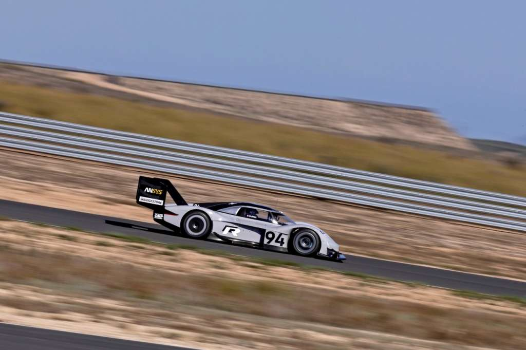 The continuing development of the Volkswagen ID. R to make the r