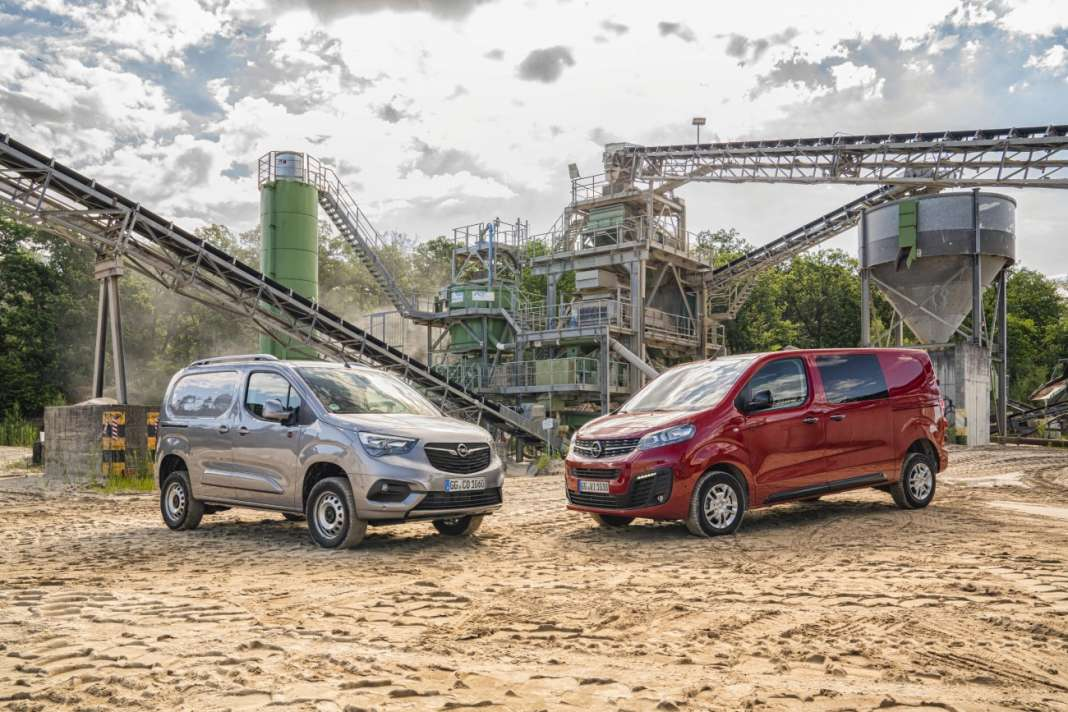 Opel Combo Cargo 4x4 & Opel Vivaro 4x4 (right)