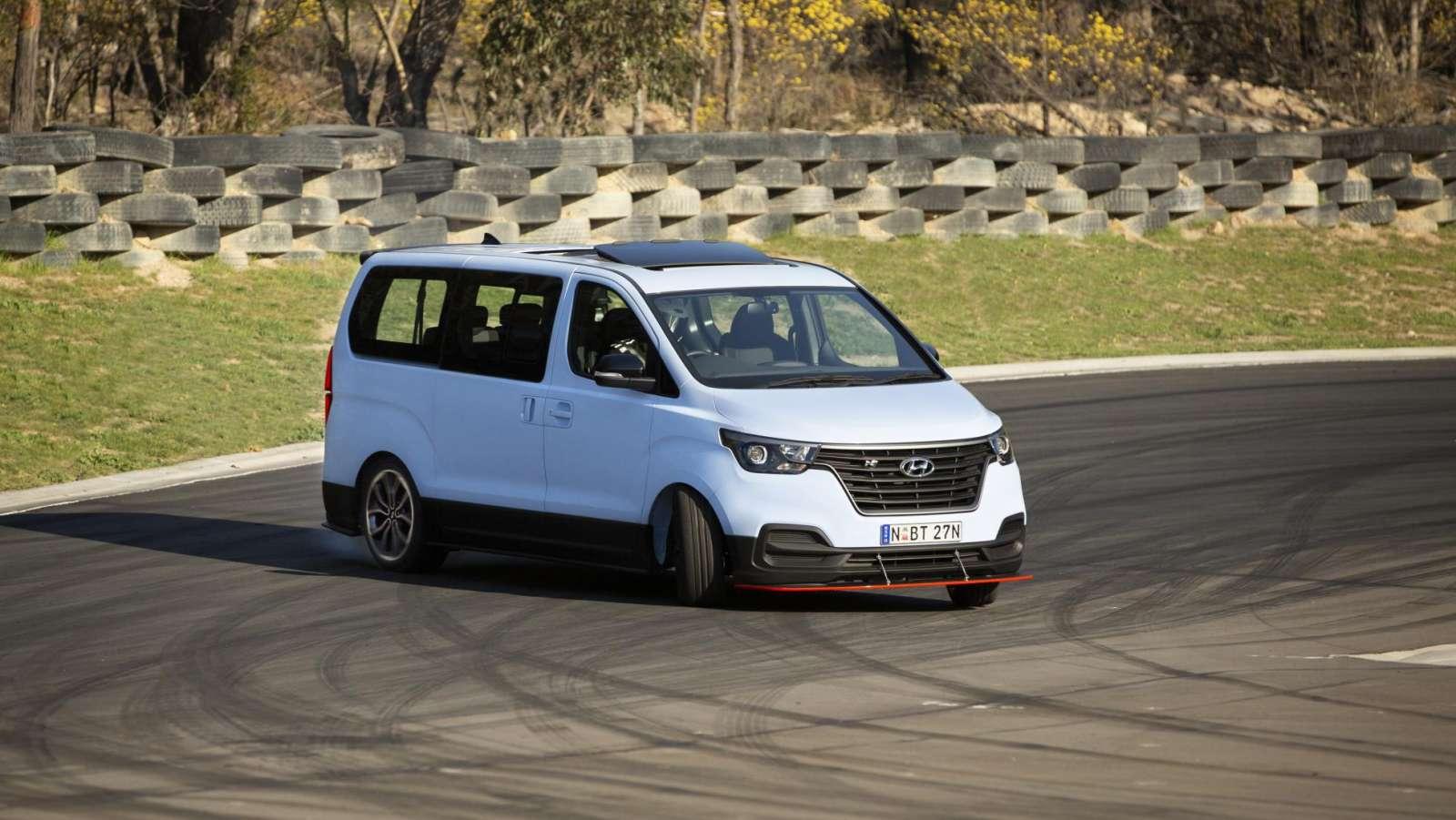 Hyundai Imax drift bus
