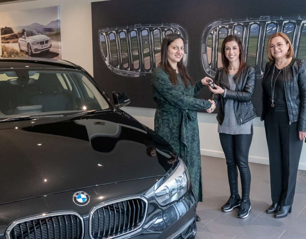 PIKALOUTAS EUROPA DONNA BMW118i photo