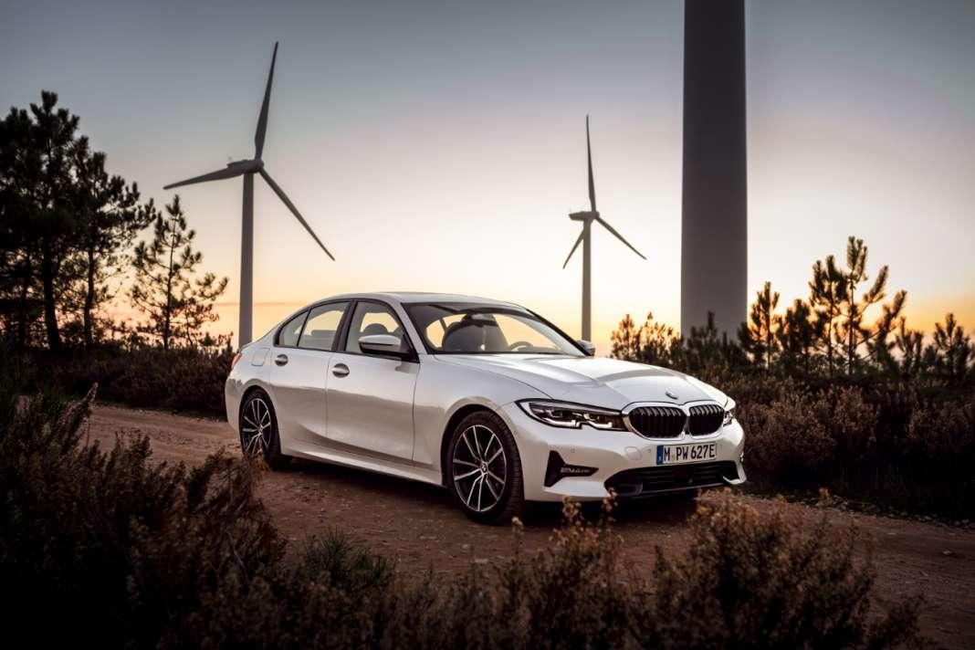 BMW 330e-sedan