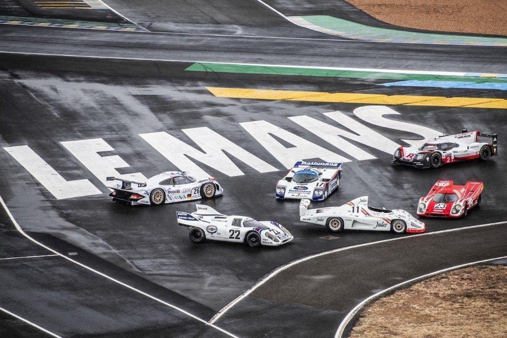 PORSCHE IN LE MANS RACE