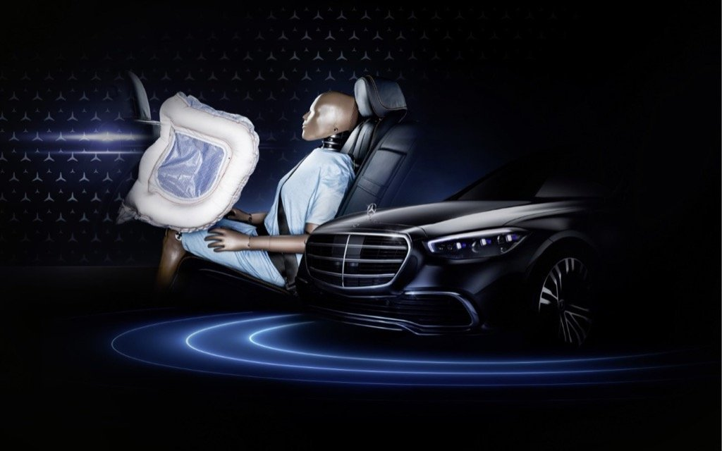 Mercedes-Benz launched the driver's airbag and seat belt tensioner in series production