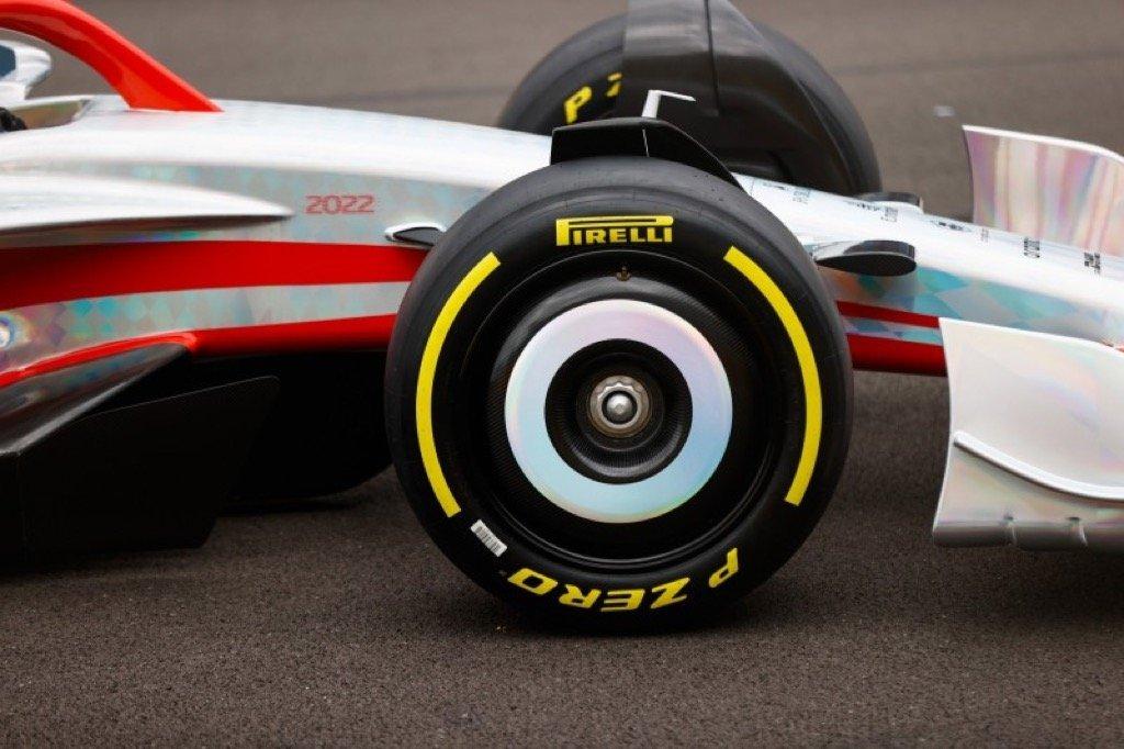 F1 2022 CAR PIRELLI 18 INCH TYRES