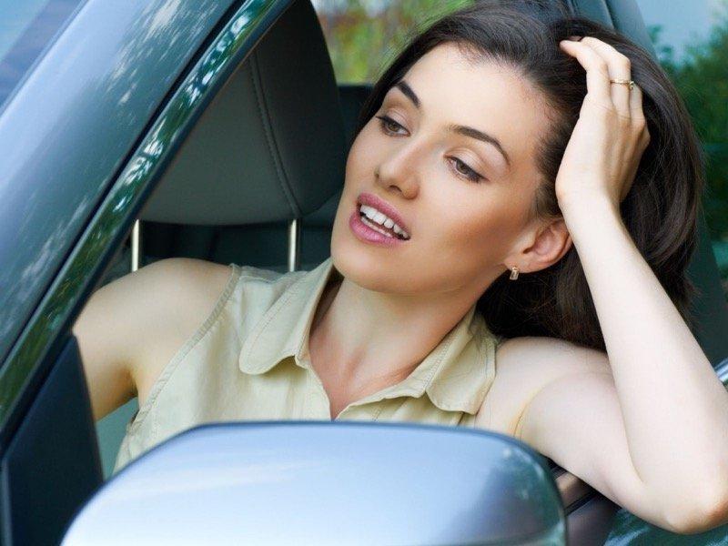 Σεξιστικές στιγμές γυναικών πίσω από το τιμόνι - Andreas K